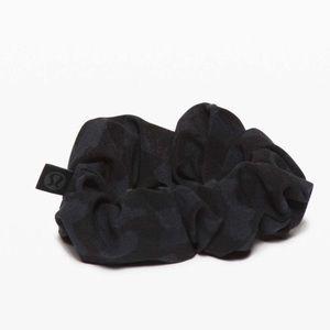 Lululemon Uplifting Scrunchie Camo Deep Coal Multi